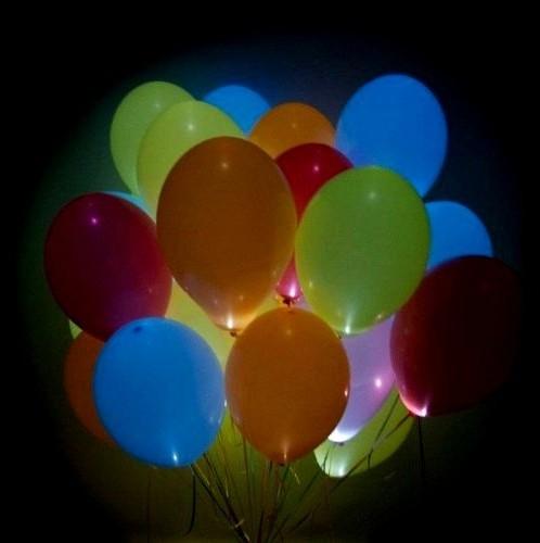 Разноцветные шарики с белыми светодиодами фото в интернет-магазине Шарики 24
