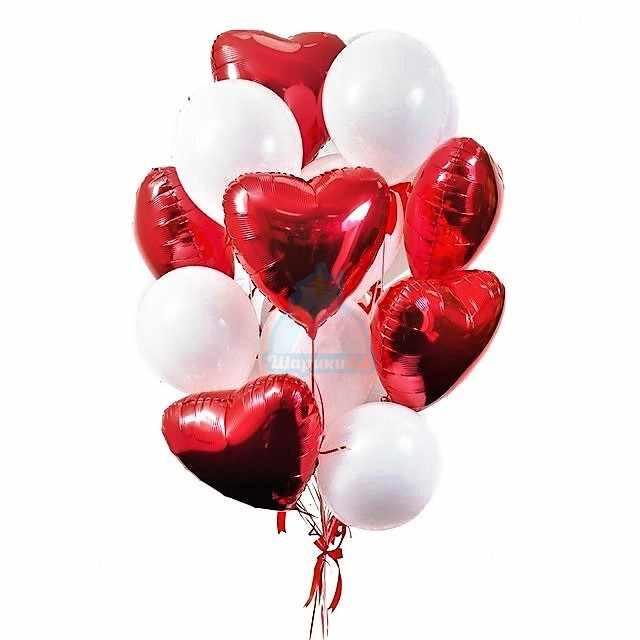 Композиция из белых шариков с красными сердцами