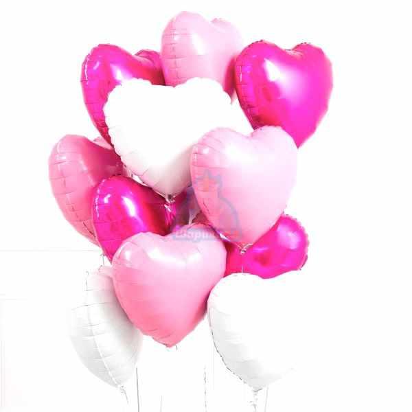 Композиция из фольгированных розовых и белых сердец