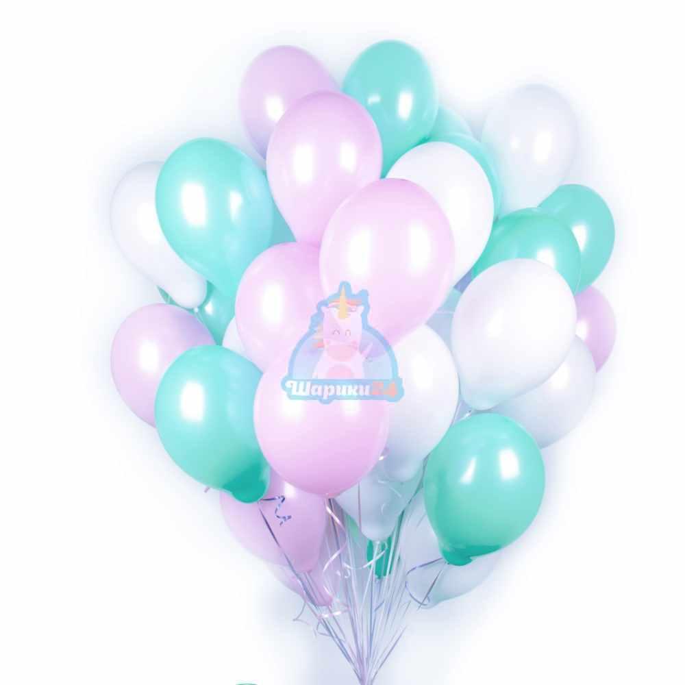 Облако белых, розовых и мятных шаров