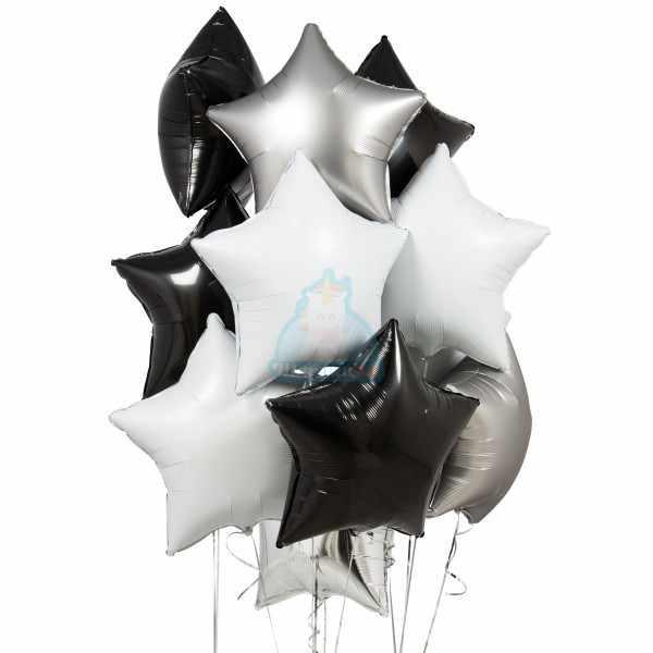 Композиция из фольгированных черных, белых и серебряных звезд