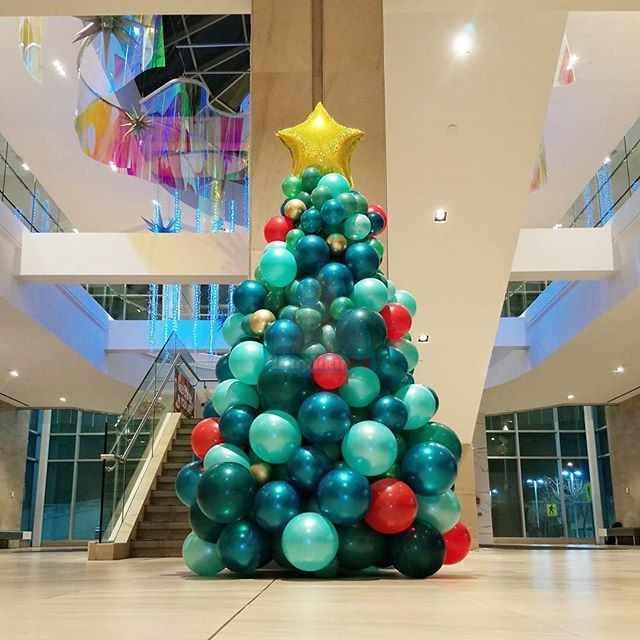 Оформление шарами новогодняя елка из шаров 2,5 метра