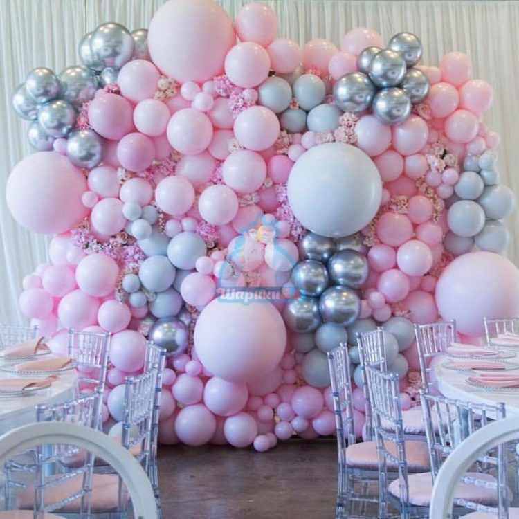 Стена из разноразмерных розовых и серебряных шаров 1 кв.м