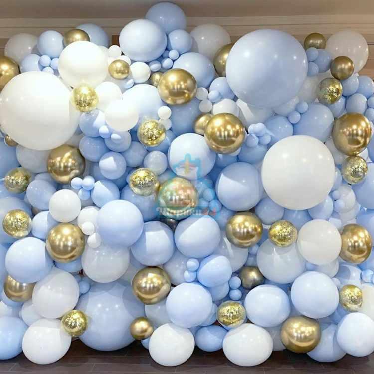 Оформление шарами фотозона из белых и голубых шаров 2 на 2,5 метра