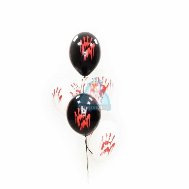 Облако черных, белых и прозрачных шаров с кровавыми отпечатками