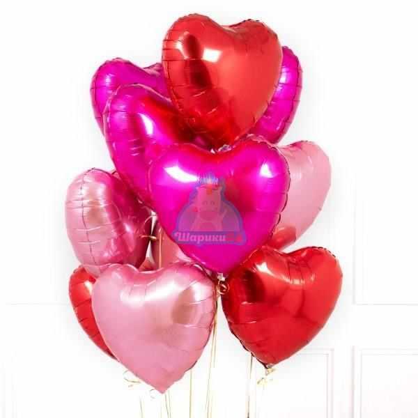 Композиция из фольгированных розовых и красных сердец на 8 марта