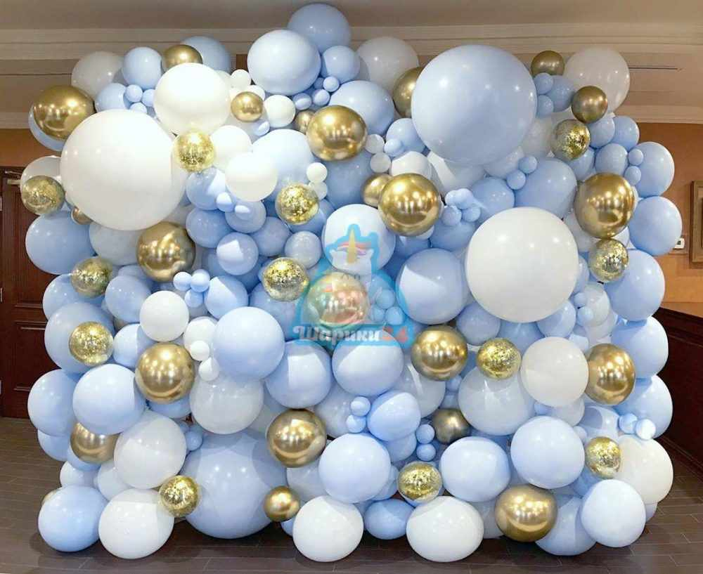 Оформление воздушными шарами фотозона из белых и голубых шаров 2 на 2,5 метра