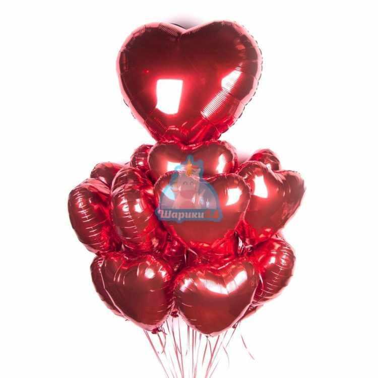 Композиция из гелиевых шаров сердечек с большим сердцем на 8 марта