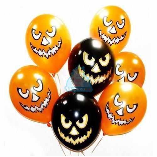 Облако черных и оранжевых шариков с тыквами