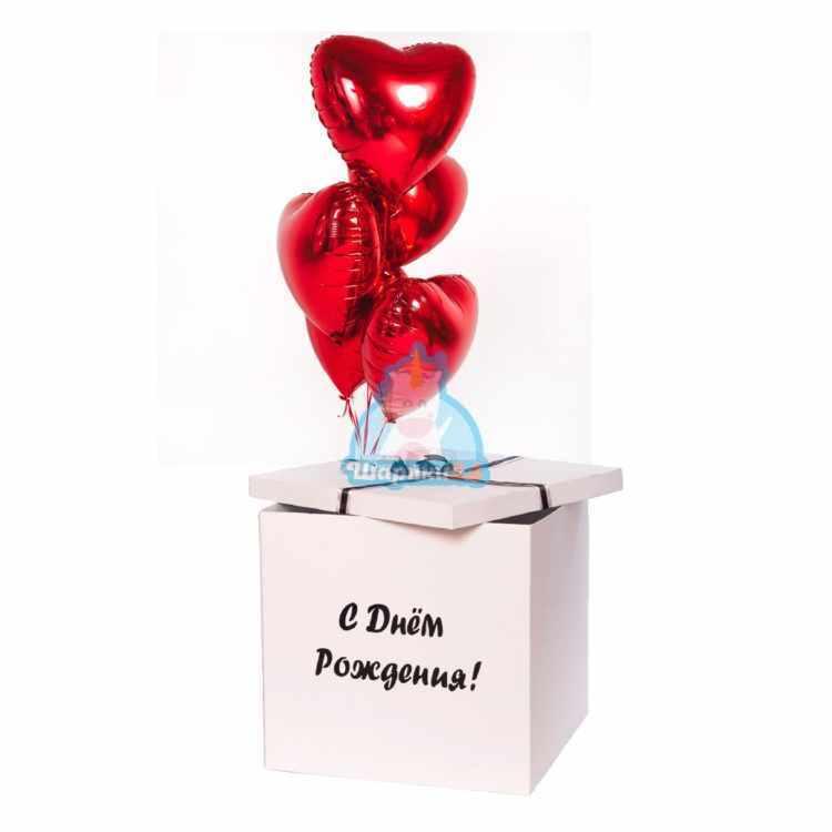 Красные сердца в коробке на 8 марта