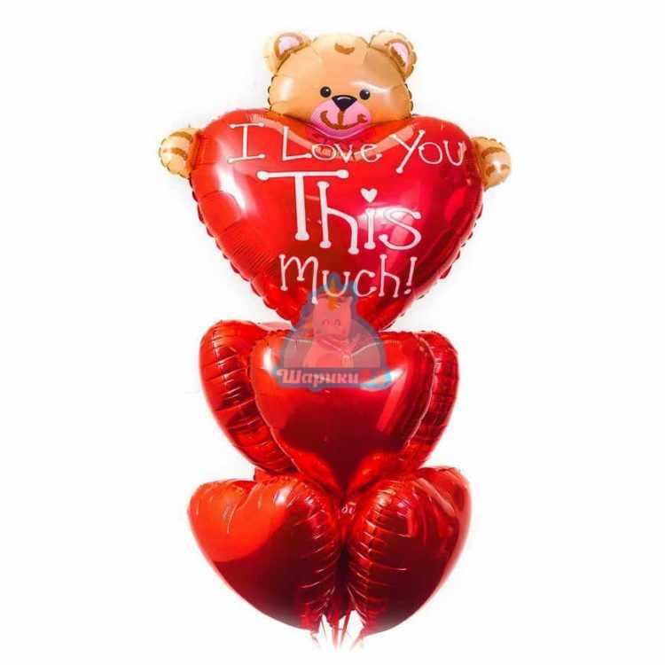 Композиция на день влюбленных из красных сердец и мишкой с сердцем