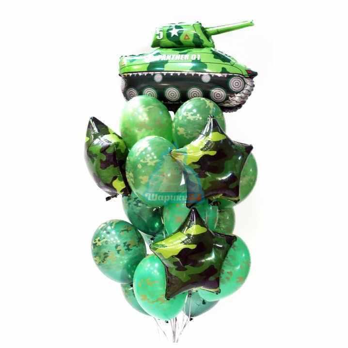 Композиция из камуфляжных шаров с танком с звездами на 23 февраля