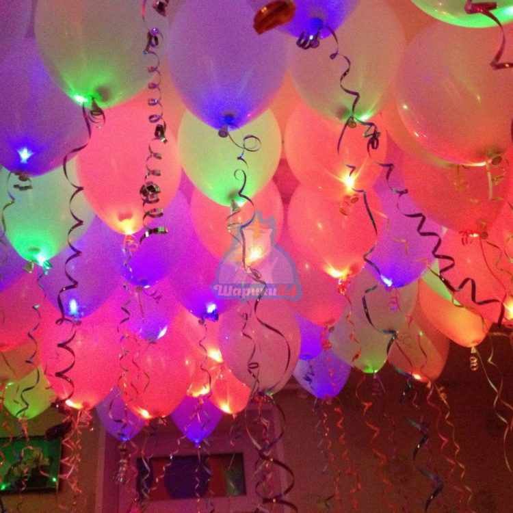Светящиеся разноцветные шарики пастель с мигающими разноцветными светодиодами под потолок