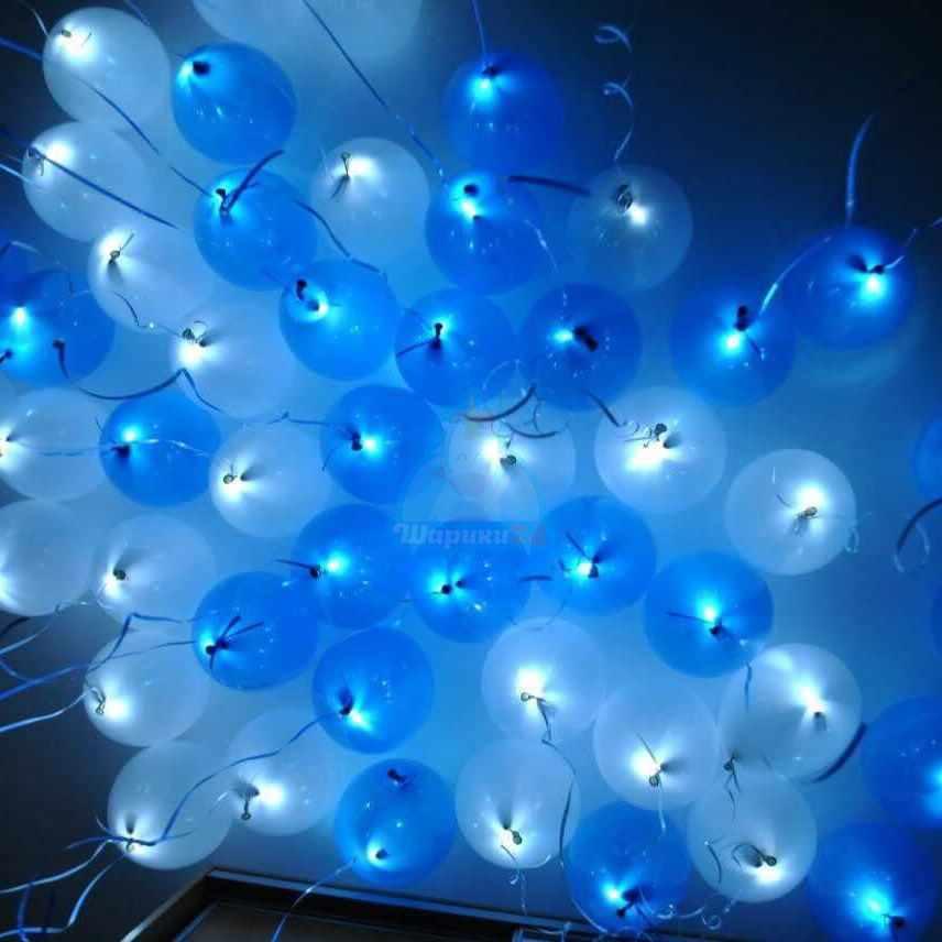 Светящиеся бело-голубые шары под потолок с белыми светодиодами