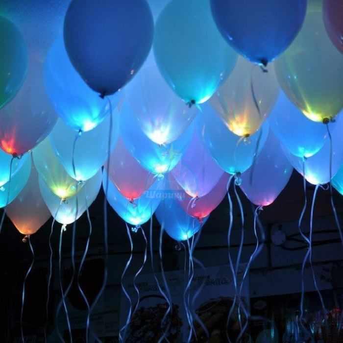 Светящиеся белые шарики под потолок с мигающими разноцветными светодиодами