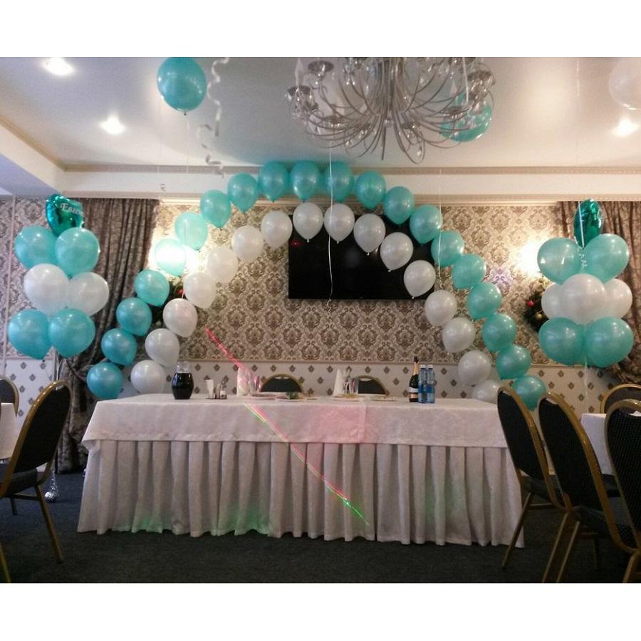 Оформление свадьбы бело-мятными воздушными шарами