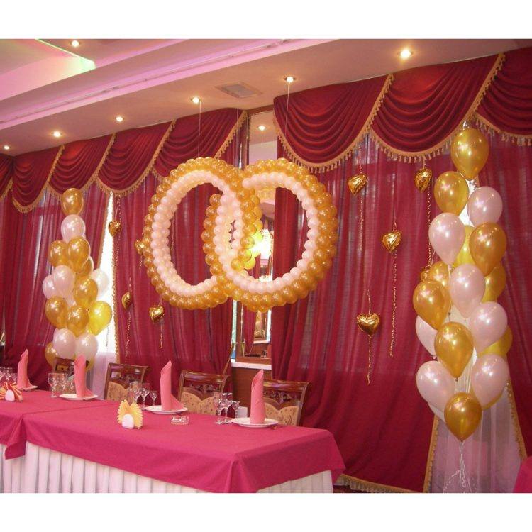Оформление свадьбы бело-золотыми воздушными шарами