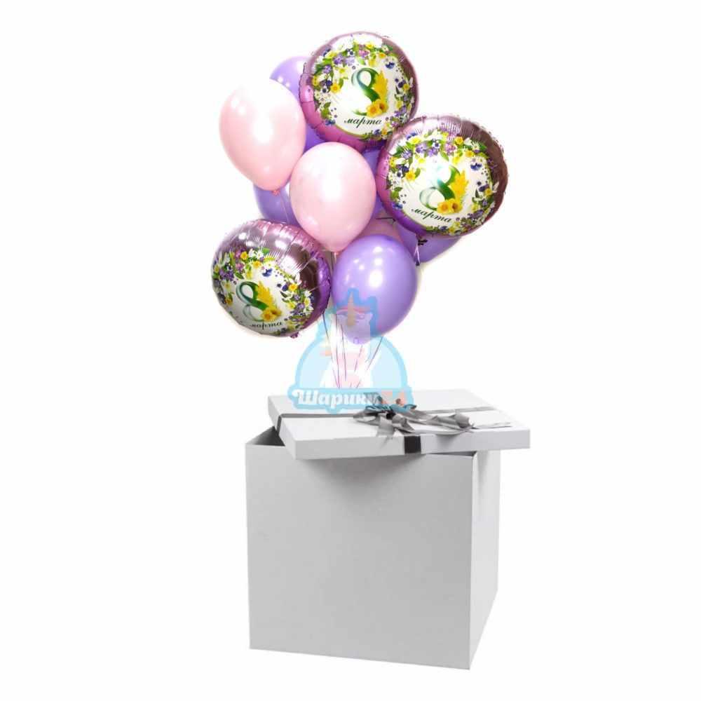 Композиция из розовых и фиолетовых шаров с кругами на 8 марта в коробке