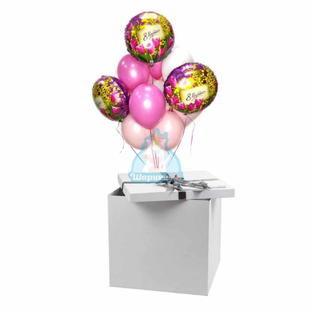 Композиция из белых розовых и фуксия шаров с кругами на 8 марта в коробке