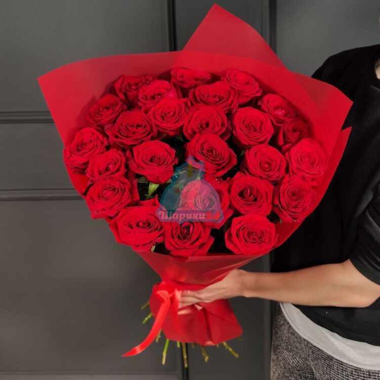 Букет красных роз 25 шт