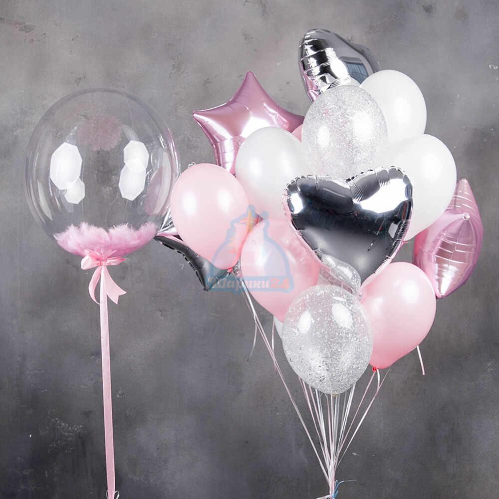 Композиция бело-розовых шаров и прозрачными шарами с серебряными блестками, с большим кристальным шаром с розовыми перьями