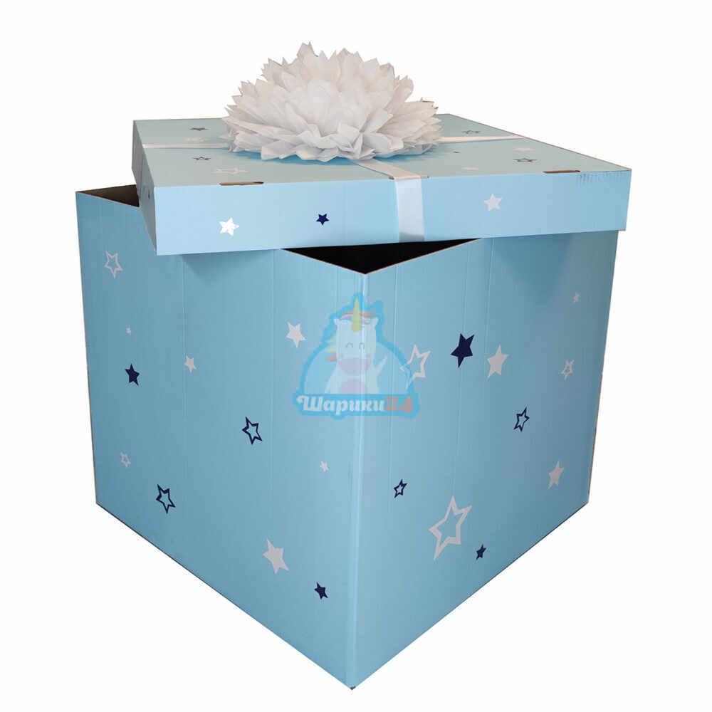 Голубая коробка с надписью и белым помпоном