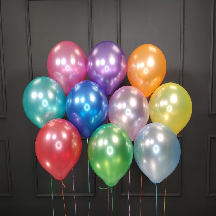 Воздушные разноцветные шарики металлик на день рождения мужчине
