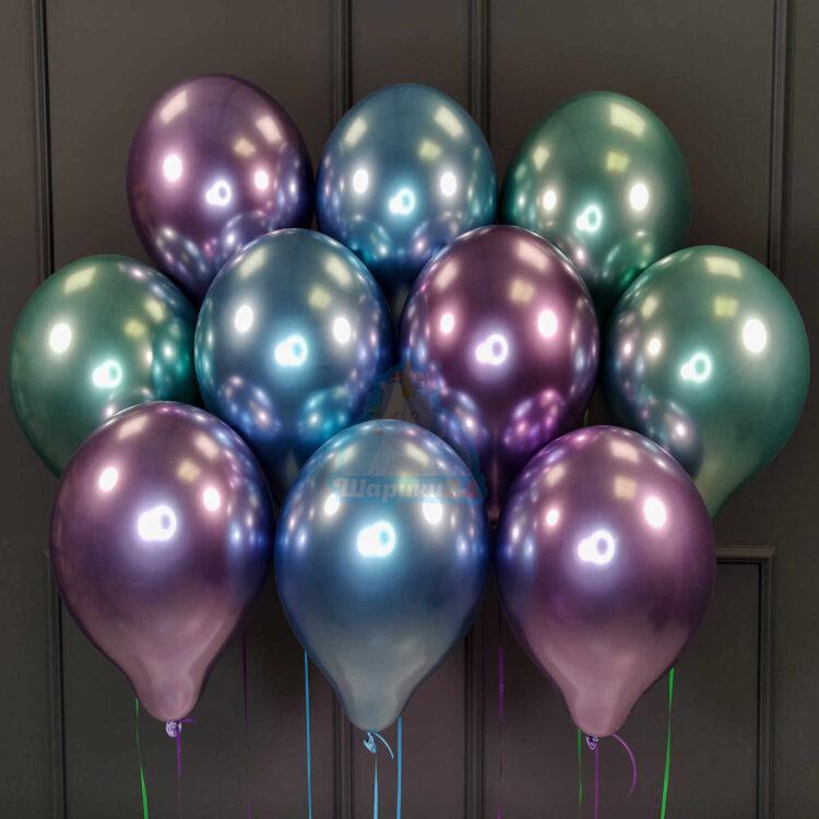 Облако синих, фиолетовых и зеленых хромированных шариков
