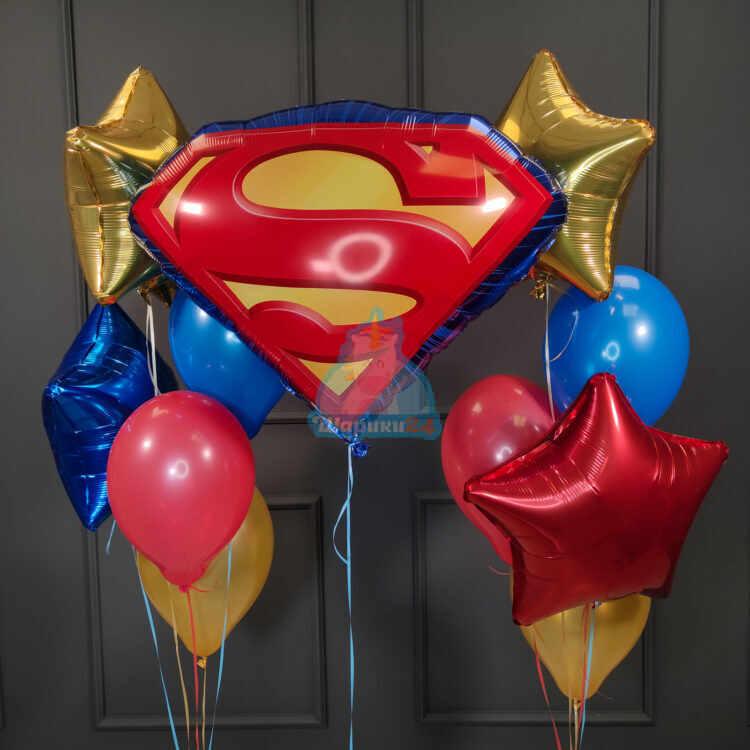 Композиция с эмблемой Супермена