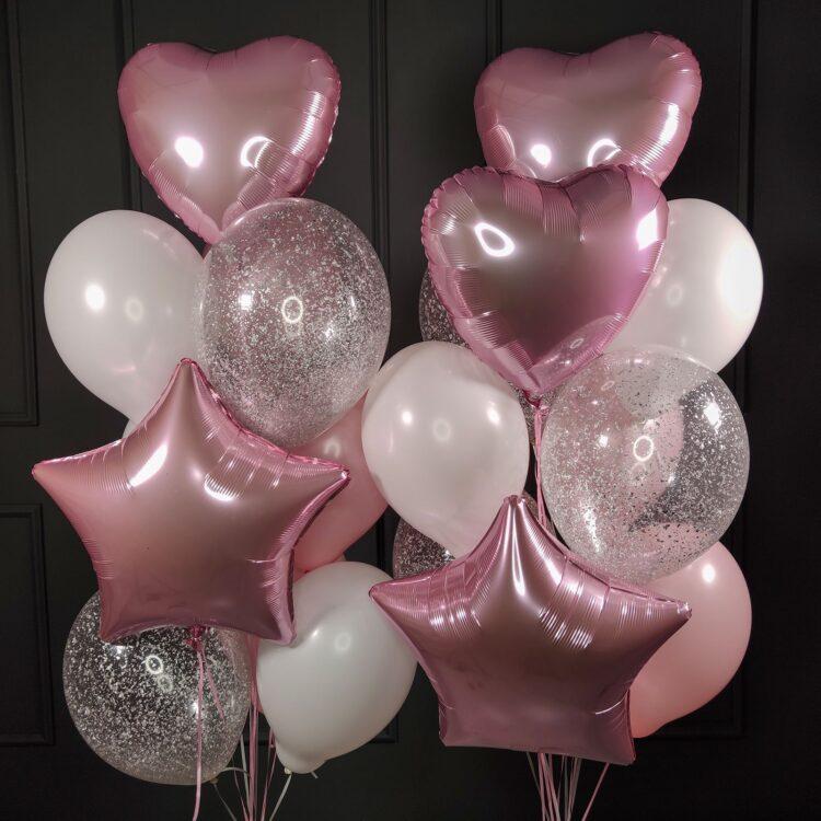 Композиция из воздушных шаров бело-розовых и прозрачных с серебряными блестками, сердцами и звездами