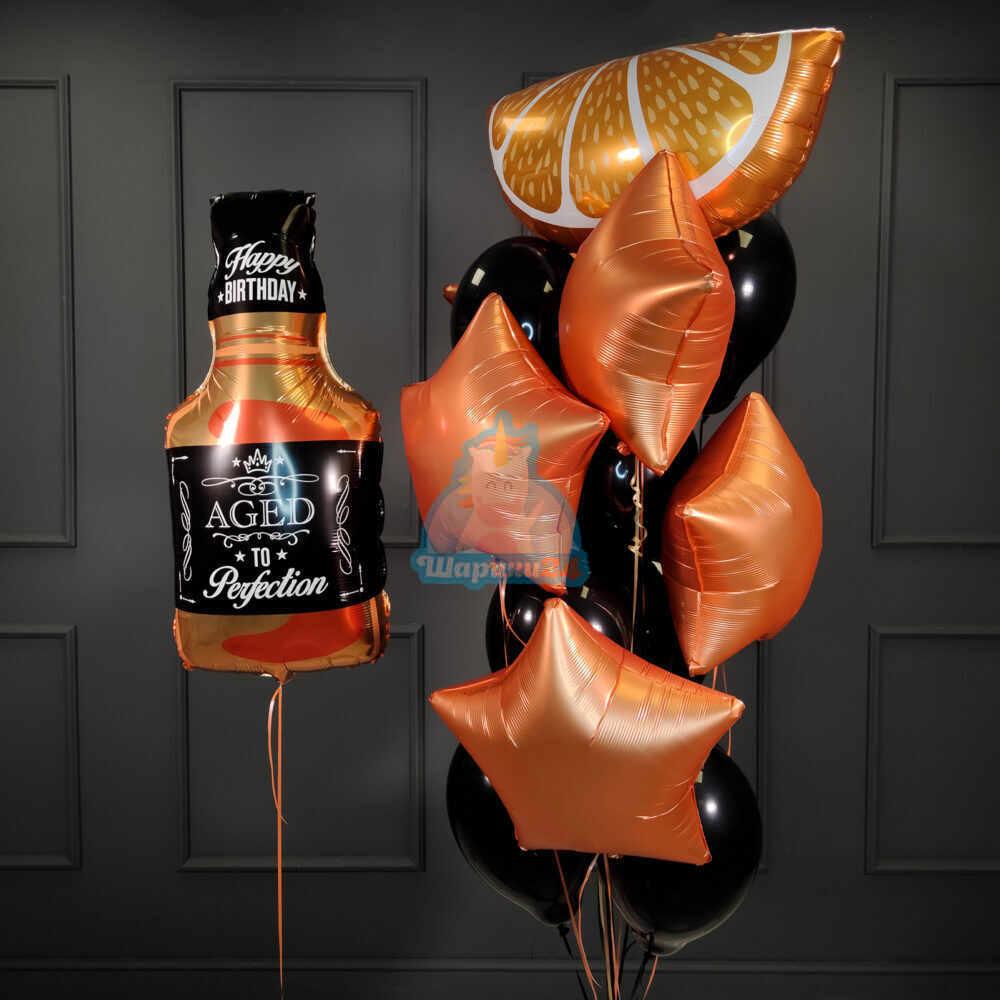 Композиция из шаров с бутылкой виски и долькой