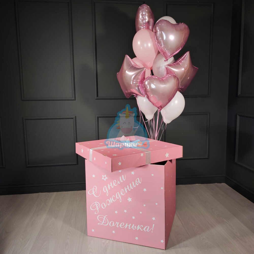 Композиция из бело розовых шаров с сердцами и звездами в розовой коробке
