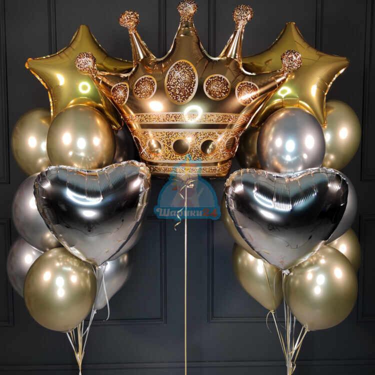 Композиция с короной сердцами и звездами