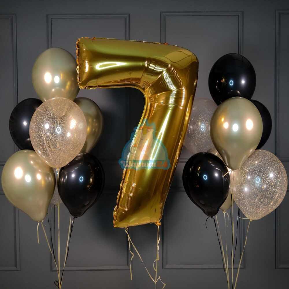 Композиция из черных и золотых хромированных шаров с золотой цифрой