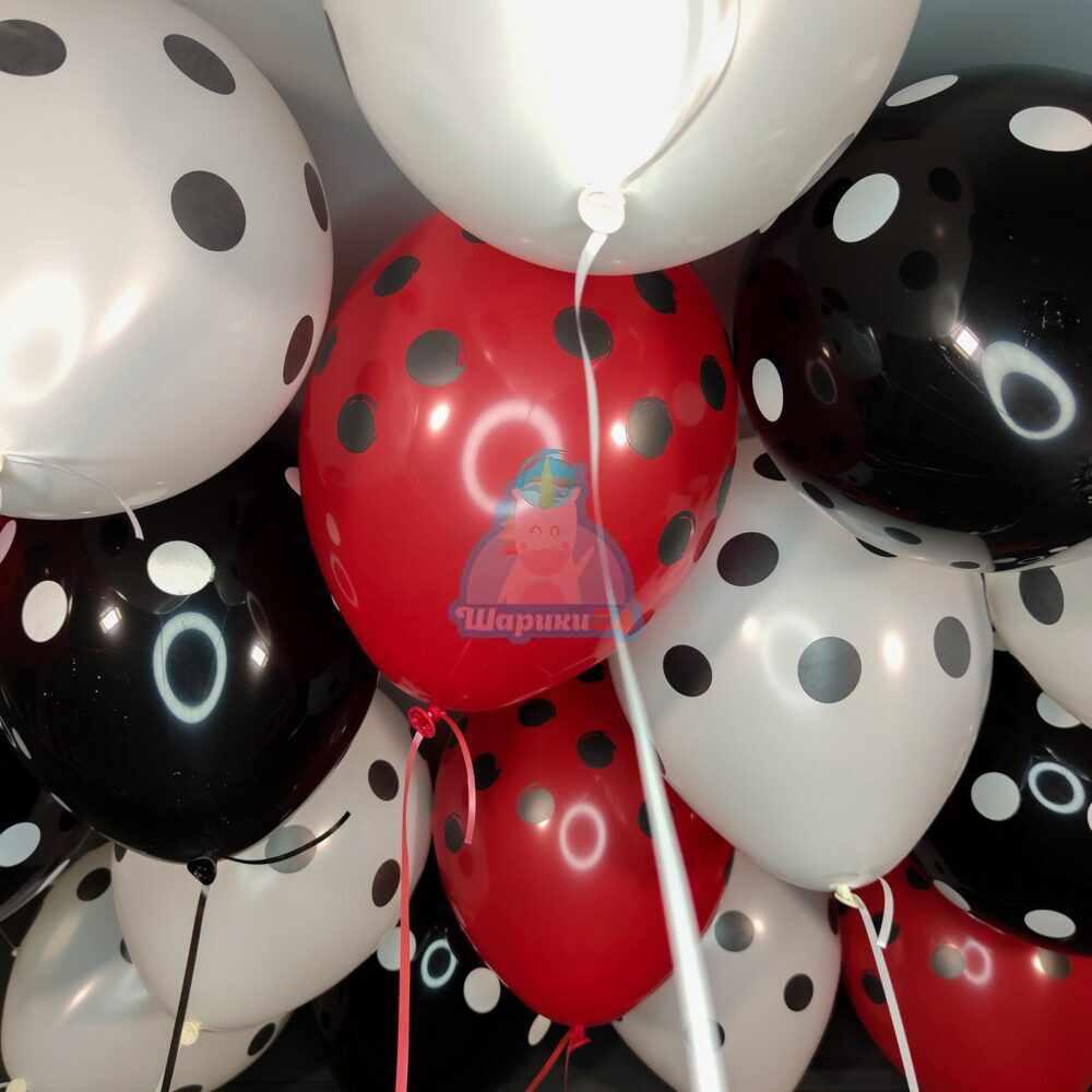 Облако белых черных и красных шариков в точку