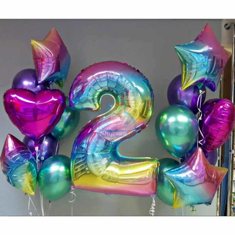 Композиция из хромированных шаров с радужной цифрой