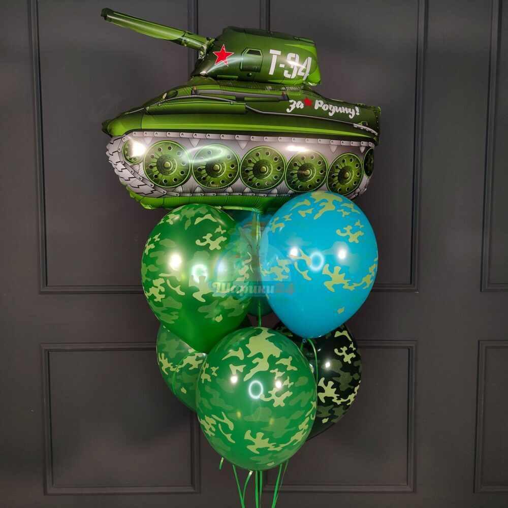 Фонтан из камуфляжных шаров с танком