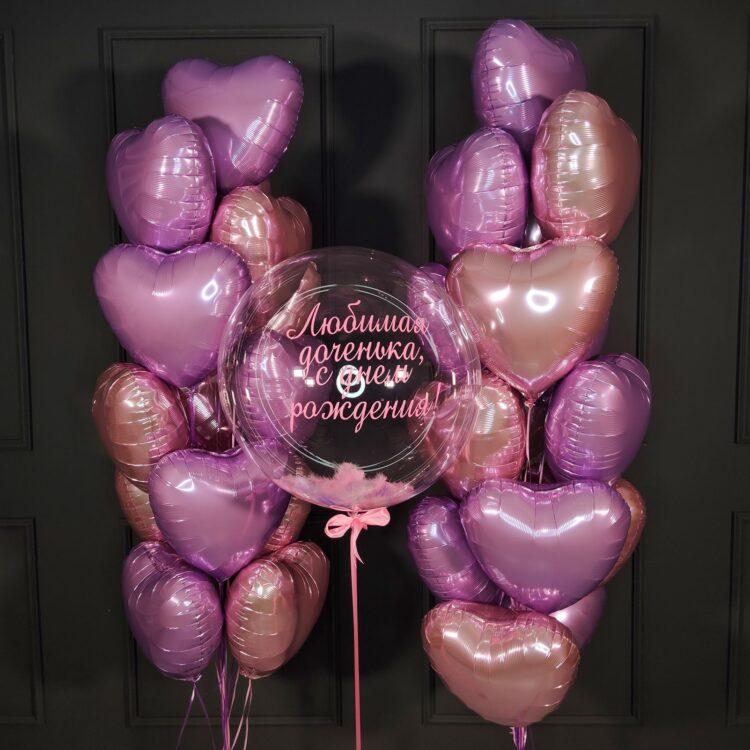 Композиция из розовых и сиреневых сердец с большим кристальным шаром Babbles с розовыми перьями