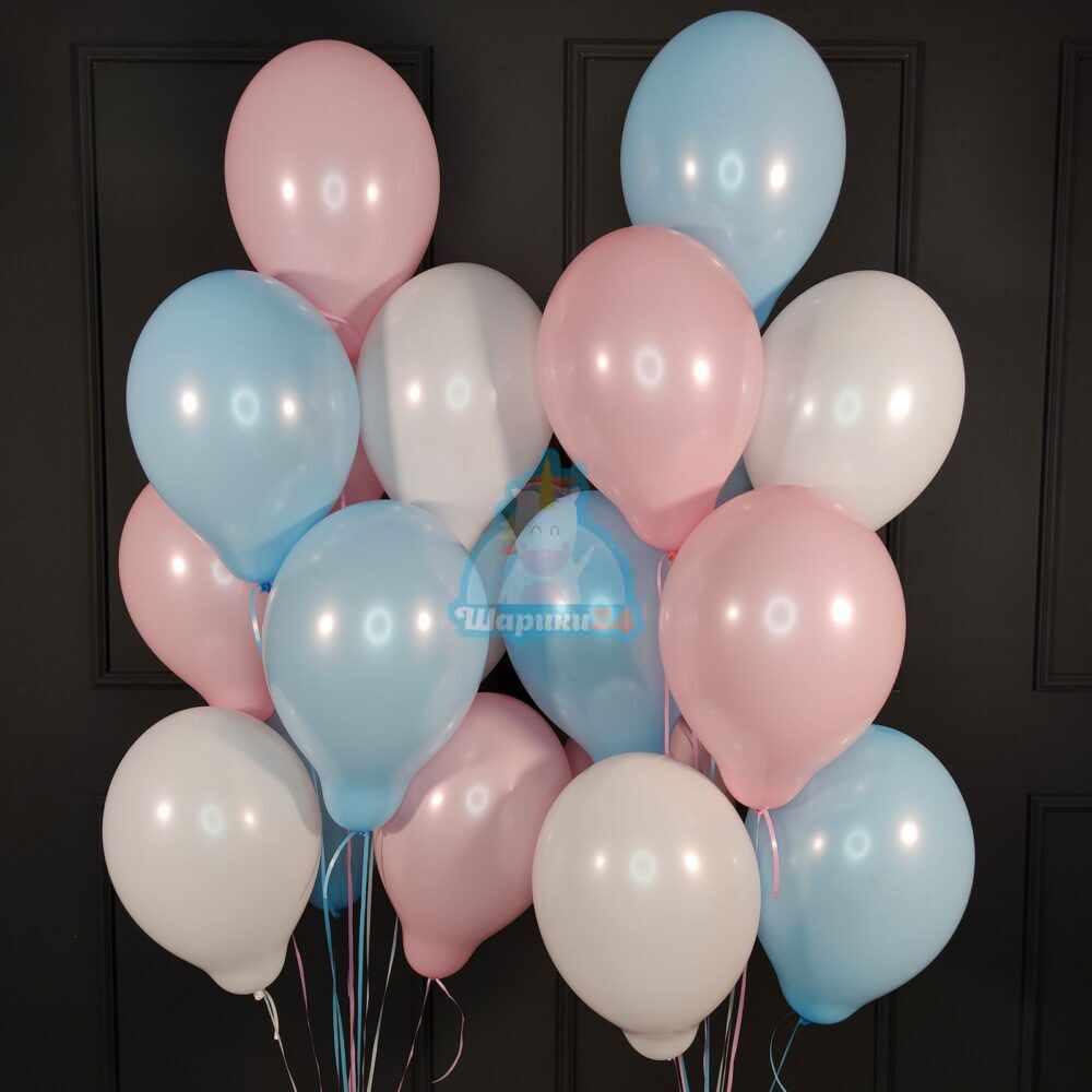Облако белых, розовых и голубых шаров на день святого Валентина