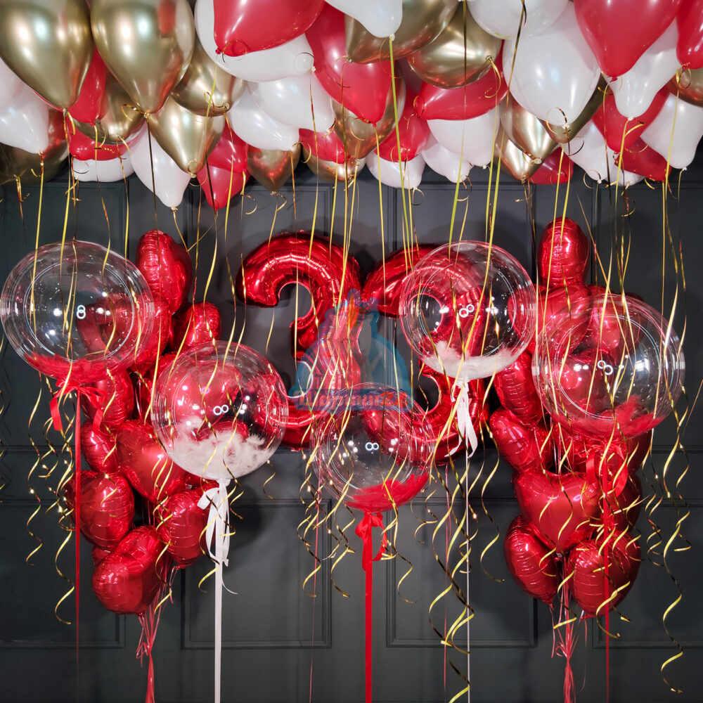 Большая композиция на день рождения с красными цифрами кристальными шарами и сердцами