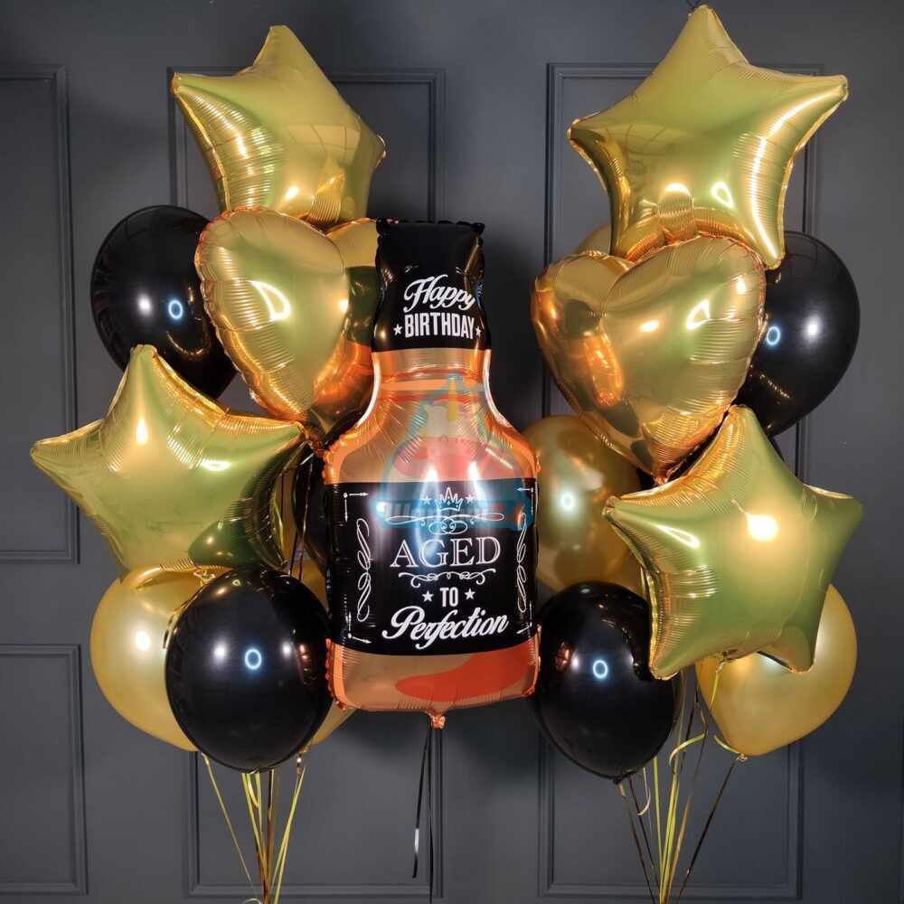 Композиция черно золотых шаров с бутылкой виски