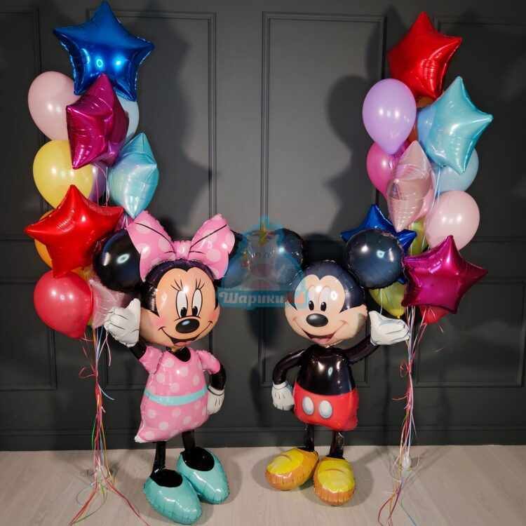 Композиция из разноцветных шаров с ходячими Микки и Минни