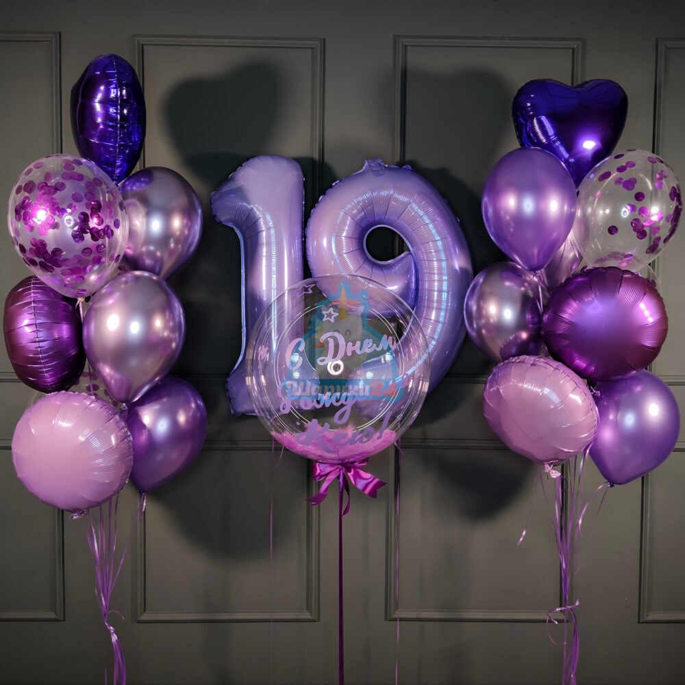 Композиция из фиолетовых сердец, сиреневых цифр и кристального шара с надписью