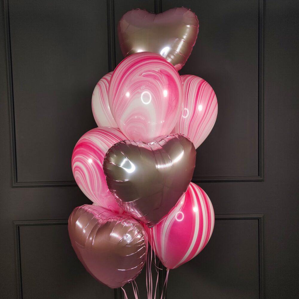 Композиция из розовых сердец с розовыми агатами