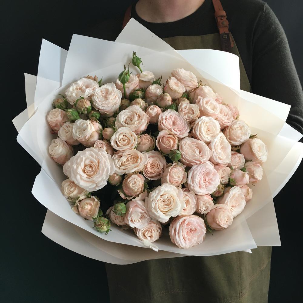 Пионовидная кустовая роза 51 шт