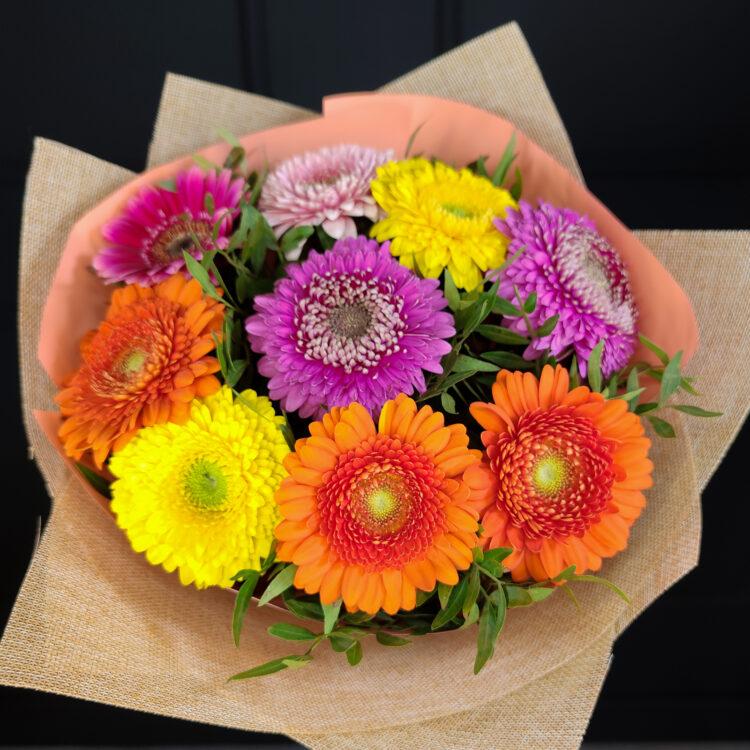 Букет из 9 разноцветных гербер
