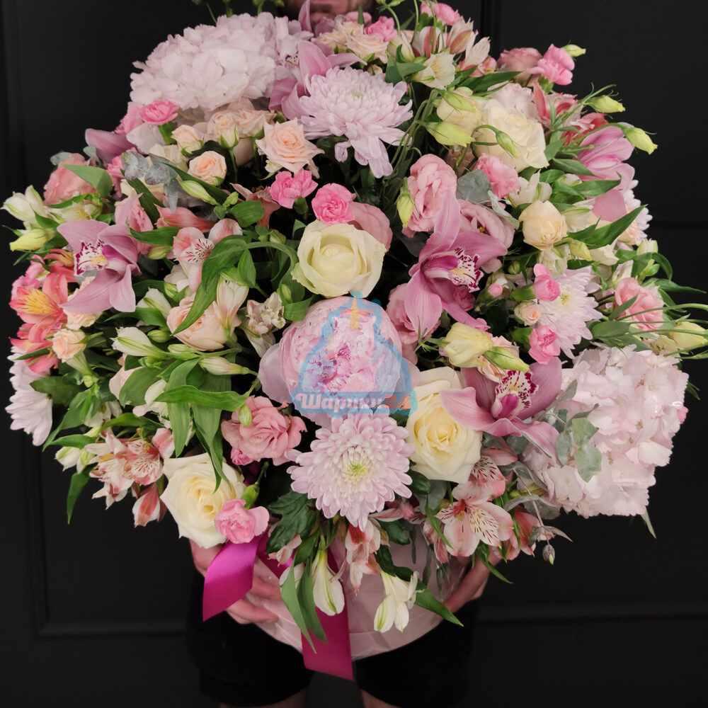 Огромная коробка с цветами