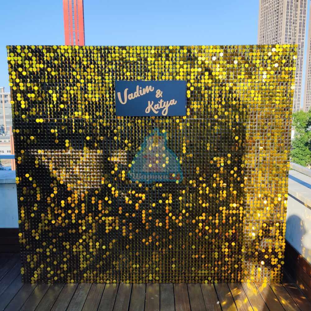 Золотая фотозона из пайеток 2,1 х 2,4