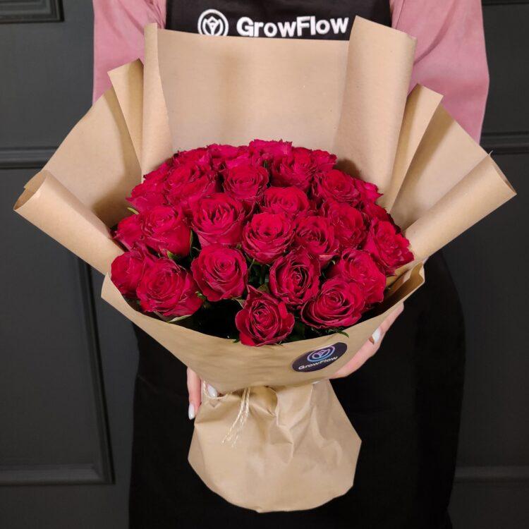 Букет из 35 кенийских красных роз в крафте