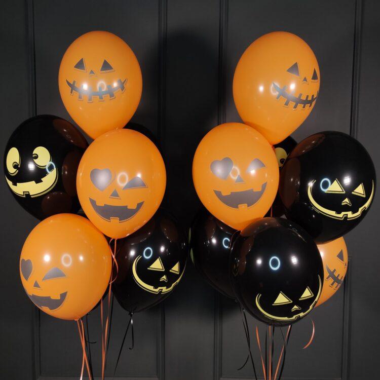 Черные и оранжевые шары тыквы веселые